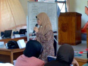 peserta aktif mengikuti kegiatan workshop
