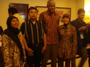 foto bareng prof. Dr. Courtland C. Lee, Ph.D